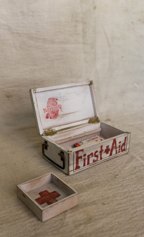smallFirst-aid-box_9